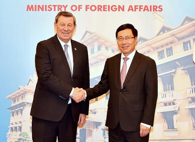 Vize-Premierminister Pham Binh Minh trifft Uruguays Außenminister Rodolfo Nin Novoa - ảnh 1