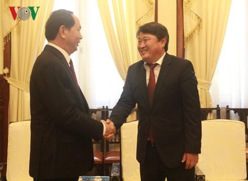 Staatspräsident Tran Dai Quang trifft Botschafter der Mongolei - ảnh 1