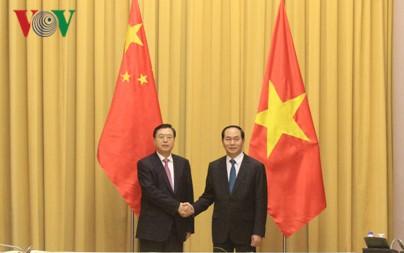 Staatspräsident Tran Dai Quang empfängt Vorsitzenden des chinesischen Volkskongresses - ảnh 1