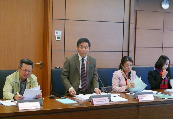 Abgeordnete diskutieren Gesetzesentwürfe - ảnh 1