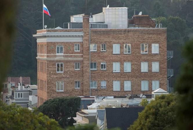 USA fordert Russland, eine Reihe seiner diplomatischen Vertretungen zu schließen - ảnh 1