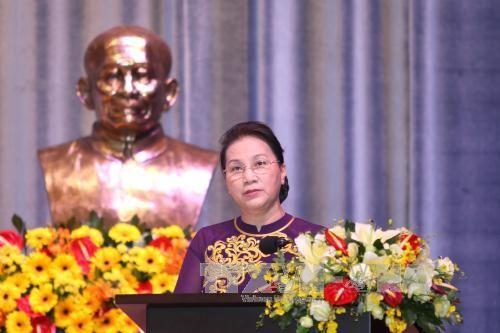 Parlamentspräsidentin Nguyen Thi Kim Ngan besucht die Universität Ton Duc Thang - ảnh 1