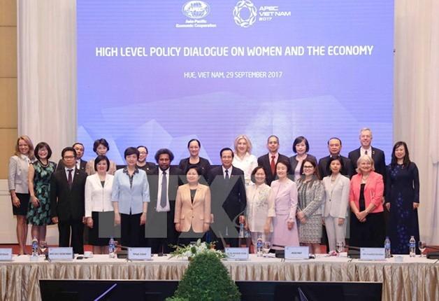 Abschluss des APEC-Forums über Frauen und Wirtschaft 2017 - ảnh 1
