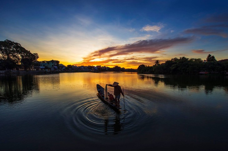 Wunderschöne Fotos über die Kaiserstadt Hue, am Tag und in der Nacht - ảnh 5
