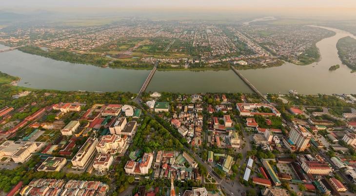 Wunderschöne Fotos über die Kaiserstadt Hue, am Tag und in der Nacht - ảnh 15