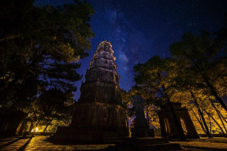 Wunderschöne Fotos über die Kaiserstadt Hue, am Tag und in der Nacht - ảnh 16