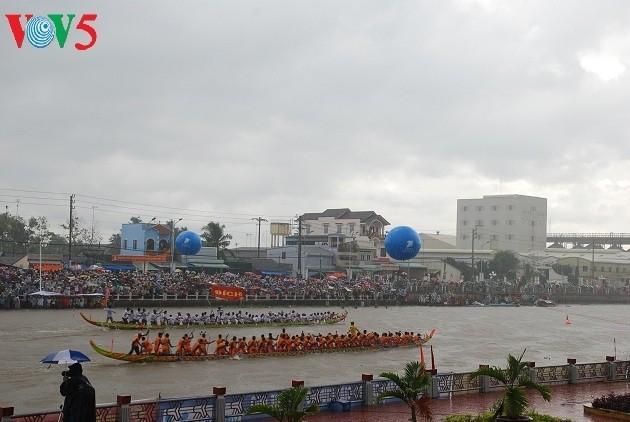 Ooc Om Boc-Fest-Ngo-Bootsrennen: Die einzigartige Kultur der Khmer im Süden - ảnh 1