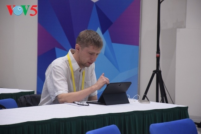 Arbeitsstimmung der Journalisten im internationalen APEC-Pressezentrum - ảnh 11