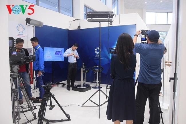 Arbeitsstimmung der Journalisten im internationalen APEC-Pressezentrum - ảnh 13