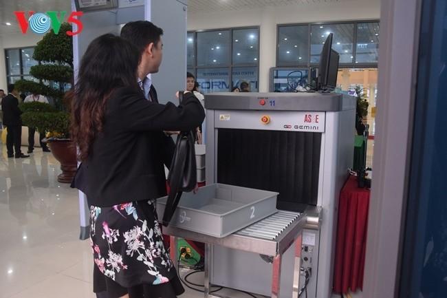 Arbeitsstimmung der Journalisten im internationalen APEC-Pressezentrum - ảnh 2