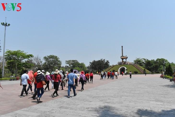 Besuche an den historischen Orten in Truong Son - ảnh 14