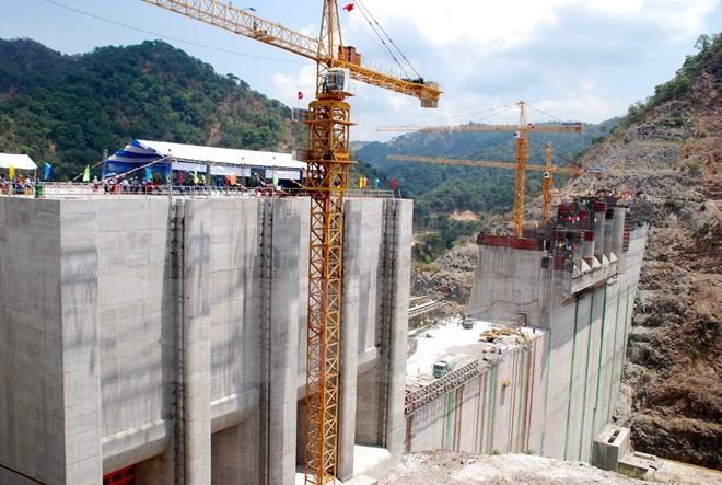 Bắt đầu tích nước hồ chứa nhà máy thuỷ điện lớn nhất do Việt Nam đầu tư tại Lào  - ảnh 1
