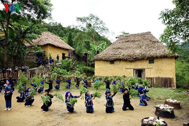 Độc đáo nhà mái cỏ trên núi Kin Chu Phìn - ảnh 6