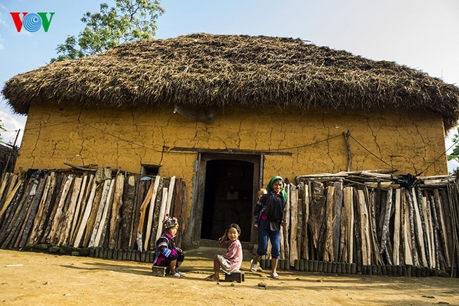 Độc đáo nhà mái cỏ trên núi Kin Chu Phìn - ảnh 7