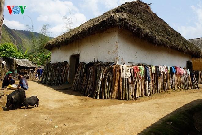 Độc đáo nhà mái cỏ trên núi Kin Chu Phìn - ảnh 8
