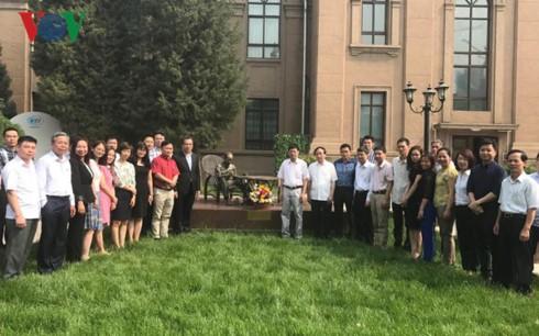 Đại sứ quán Việt Nam tại Trung Quốc kỷ niệm 127 năm ngày sinh nhật Bác - ảnh 2