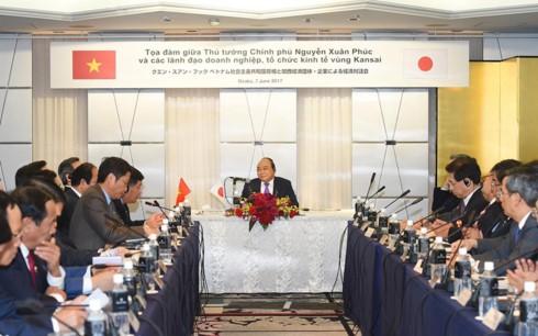 Thủ tướng Nguyễn Xuân Phúc làm việc với các doanh nghiệp vùng Kansai, Nhật Bản. - ảnh 1