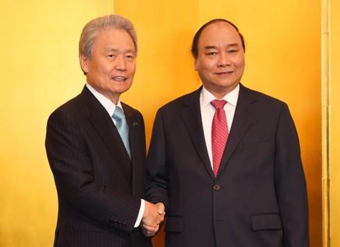 Thủ tướng Nguyễn Xuân Phúc làm việc với Liên đoàn kinh tế Nhật Bản - ảnh 1