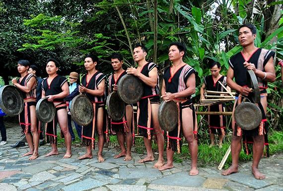 Lễ hội mừng lúa mới của đồng bào dân tộc Xơ Đăng - ảnh 1