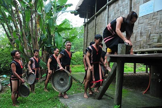 Lễ hội mừng lúa mới của đồng bào dân tộc Xơ Đăng - ảnh 2