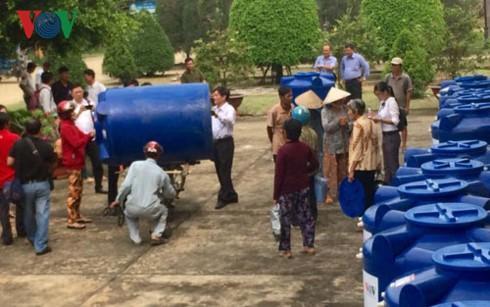 VOV và EVNSPC trao tặng 100 bồn nước cho hộ nghèo ở tỉnh Long An - ảnh 3