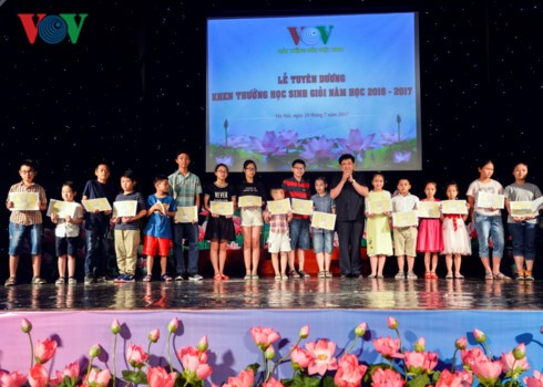 Khen thưởng 1.439 học sinh giỏi là con em cán bộ, nhân viên VOV - ảnh 3