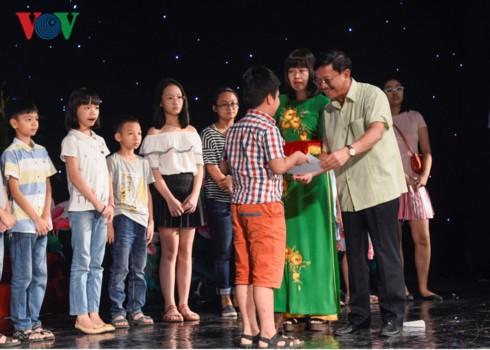 Khen thưởng 1.439 học sinh giỏi là con em cán bộ, nhân viên VOV - ảnh 7