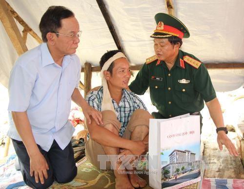 Phó Chủ tịch Quốc hội Đỗ Bá Tỵ thăm hỏi bà con vùng lũ tỉnh Sơn La - ảnh 1