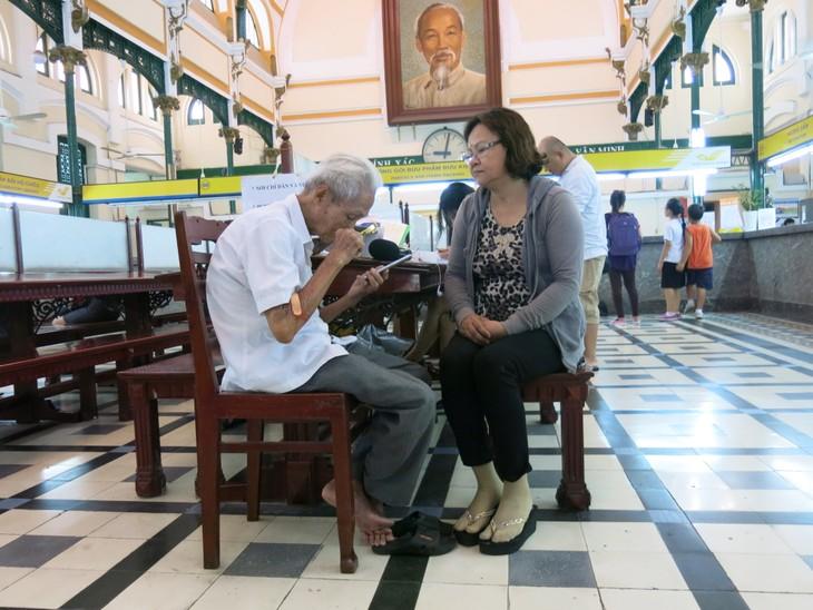 Ông lão giữ nghề xưa cũ ở Bưu điện Trung tâm Sài Gòn - ảnh 3