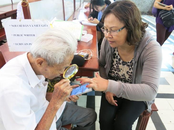 Ông lão giữ nghề xưa cũ ở Bưu điện Trung tâm Sài Gòn - ảnh 2