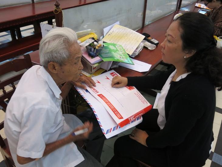 Ông lão giữ nghề xưa cũ ở Bưu điện Trung tâm Sài Gòn - ảnh 4