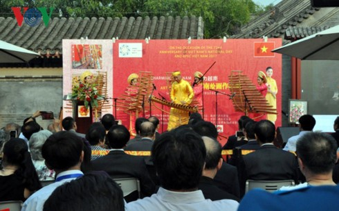 Triển lãm tranh - giao lưu văn hoá Việt Nam tại Bắc Kinh - ảnh 5