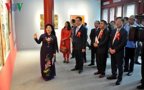 Triển lãm tranh - giao lưu văn hoá Việt Nam tại Bắc Kinh - ảnh 4