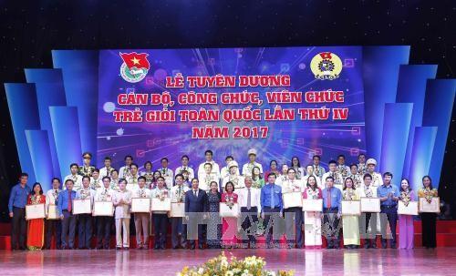 Tuyên dương 45 cán bộ, công chức, viên chức trẻ giỏi toàn quốc lần thứ IV năm 2017  - ảnh 1