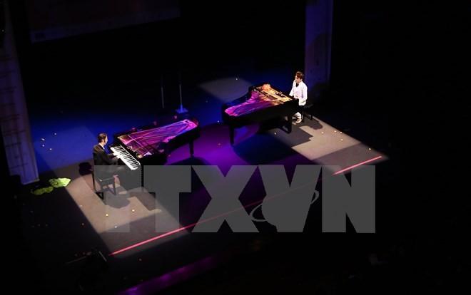 Bộ đôi nghệ sỹ dương cầm tài ba người Đức biểu diễn tại Hà Nội  - ảnh 1