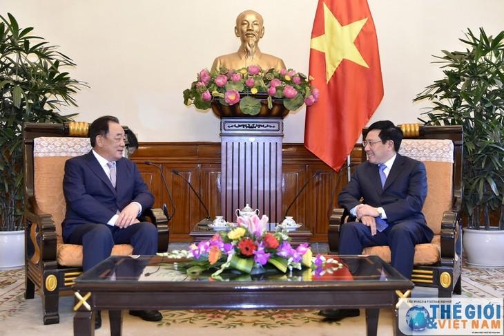 Phó Thủ tướng, Bộ trưởng Phạm Bình Minh tiếp Chủ tịch Tập đoàn Taekwang  - ảnh 1