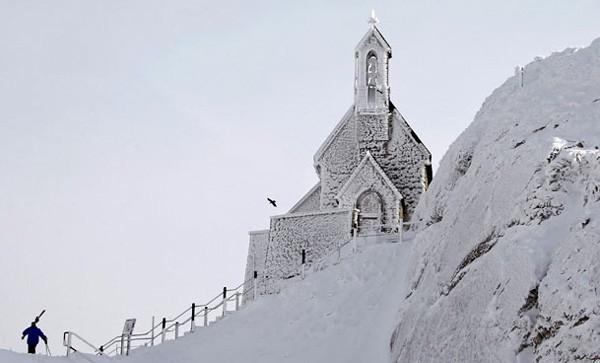 Fast 500 Menschen in Europa sterben wegen Kältewelle - ảnh 1