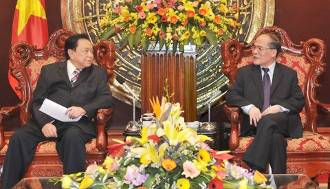 Parlamentspräsident Nguyen Sinh Hung empfing AIPA-Generalsekretär Antonio Cuenco - ảnh 1