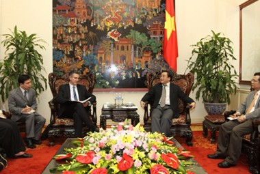 Vizepremierminister Hoang Trung Hai empfängt US-Vizehandelsminister Francisco  - ảnh 1