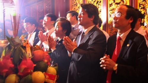 Vize-Staatspräsidentin Nguyen Thi Doan zum Gebet im Tempel der Hung-Könige - ảnh 1