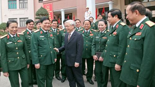 KPV-Generalsekretär Nguyen Phu Trong berät mit der Politikabteilung der Armee - ảnh 1