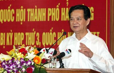 Premierminister trifft Wähler in der Hafenstadt Haiphong - ảnh 1