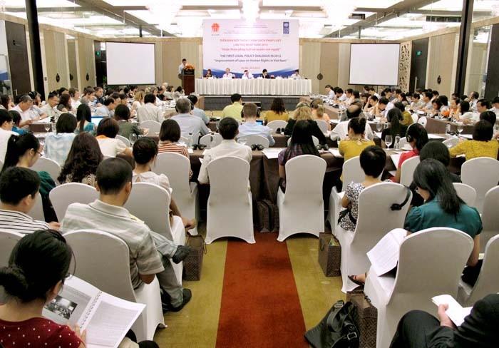 Forum: Politik zur Verbesserung des Gesetzes zum Schutz der Menschenrechte - ảnh 1