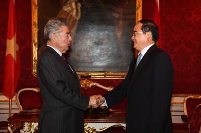 Österreichs Präsident zu Gast beim Unternehmensforum beider Länder  - ảnh 1