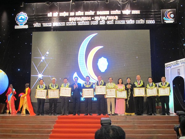 Vietnamesische Unternehmer unterstützen die Entwicklung des Landes - ảnh 1