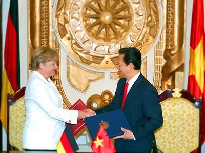 Premierminister Nguyen Tan Dung führt Gespräch mit Bundeskanzlerin Angela Merkel - ảnh 1