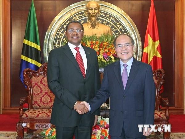 Parlamentspräsident Nguyen Sinh Hung empfängt den tansanischen Präsidenten - ảnh 1