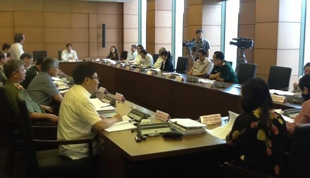 Das Parlament diskutiert das Programm zum Aufbau der Gesetze und Verordnungen 2016 - ảnh 1