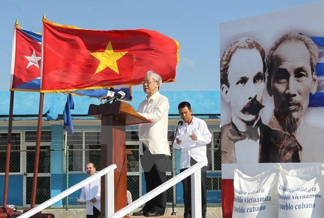 Partei- und Staatschefs empfangen die Delegation der Kommunistischen Partei Kubas - ảnh 1
