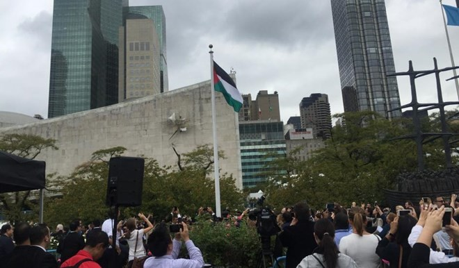 Die Flagge Palästinas wird vor der UNO gehisst - ảnh 1
